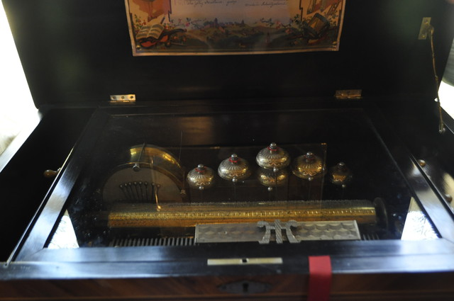 HH music box with bells and drum